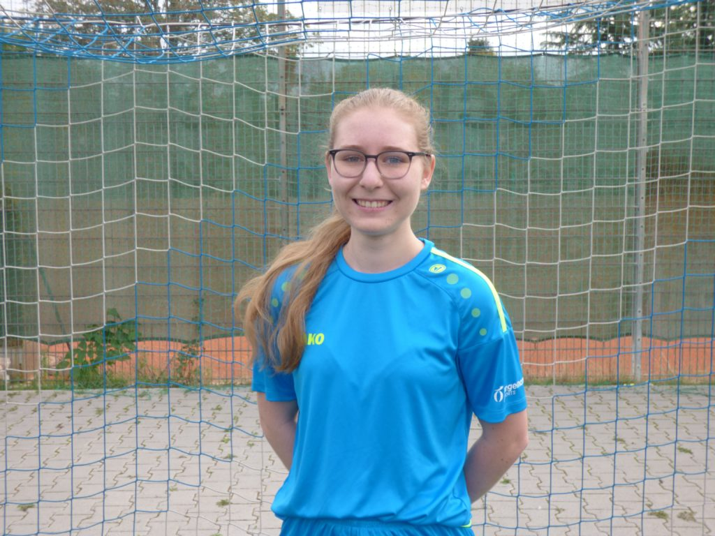 Name: Zoe Alina Jarling Position: Mittelfeld